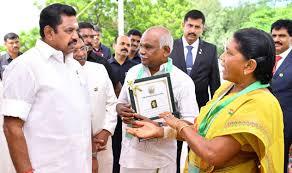 तमिलनाडु: बदमाशों को चप्पल से भगाने वाले दंपती को सीएम ने दिया बहादुरी पुरस्कार