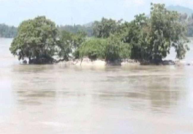 ओडिशा में भारी बारिश, बढ़ा बाढ़ का खतरा