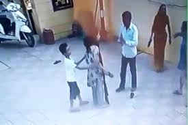 बुजुर्ग को चप्पलों से पीटने वाली पटवारी बहू के खिलाफ गवाह खड़े हुए