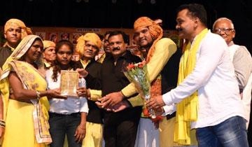 आदिवासी संस्कृति में झलकती है भारतीयता की पहचान : मंत्री श्री वर्मा