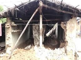 गरीब विधवा की सुन लो सरकार, बरसात की मार आखिर कब तक झेले ये लाचार