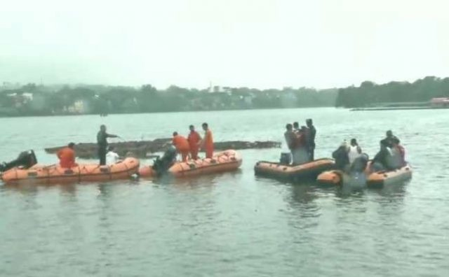 भोपाल: गणपति विसर्जन के दौरान नाव पलटी, 11 लोगों की मौत