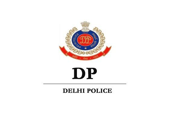 इंश्योरेंस व PUC न होने पर दिल्ली पुलिस के कांस्टेबल का कटा चालान
