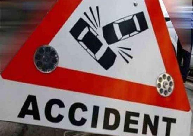 ट्रक और कार की टक्कर में तीन लोगों की मौत, एक गंभीर घायल
