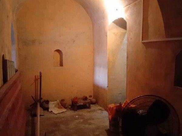 सदियों पुराना किला मंदिर में तब्दील, यहां आज भी मौजूद है उस दौर की जेल