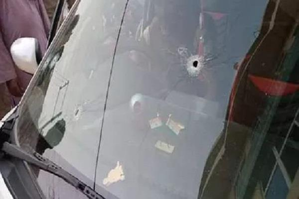बेखौफ अपराधियों ने JDU नेता की कार पर बरसाईं अंधाधुंध गोलियां, मौत