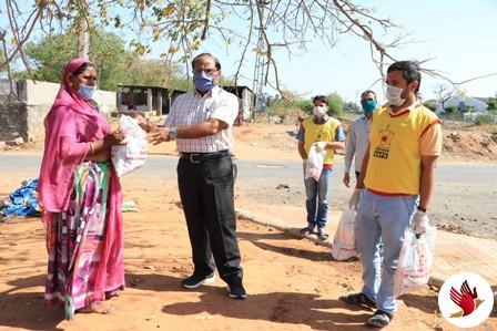 હિંમતનગરમાં જરૂરીયાતમંદ ૨૦૦ પરીવારોને શાકભાજી કિટ્સ વિતરણ કરાયું